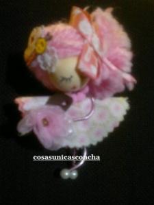 Re. 011. Muñequita de alumini vestido rosas