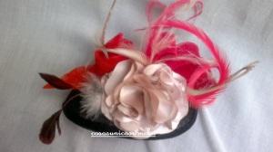 Re. 040 Tocado con flor beig y lazo rojo