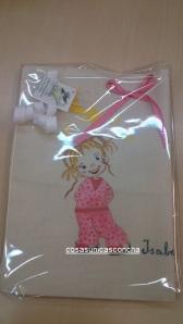 Re. 006 cojin con niña pijama rosa