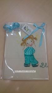 Re. 004 Cojin con niña pijama verde