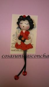Broche muñeca goma Eva con bolso