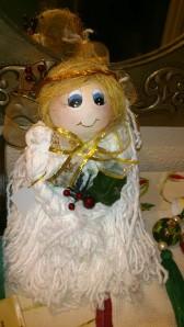 Angelito de Navidad hecho con fregona