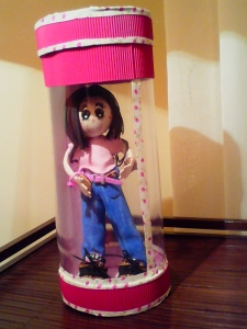 Muñeca en su caja
