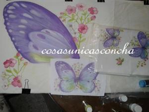 Ala de la mariposa grande sobre el bastidor