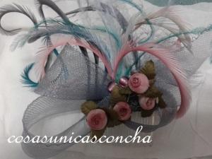 R. 061 Tocado lazo gris y rosas de tela