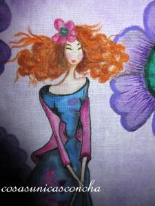 Detalle visto de cerca de la muñeca, de la cortina de lino