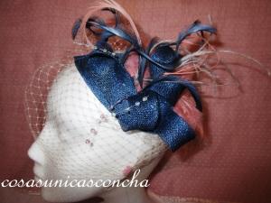 Re. 063 Tocado azul y rosa palo con velo de novia de topos
