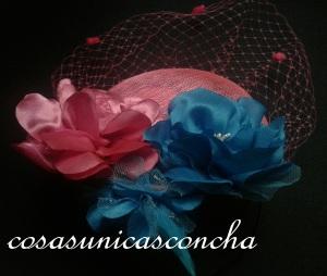 R. 066 Tocado rosa fussia y flores azules