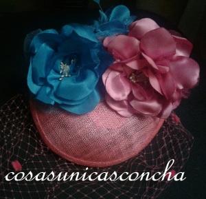 R. 066 Tocado rosa fussia y flores fussia y azul