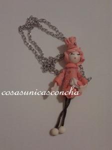 R. 005 Colgante de mini muñeca de goma eva