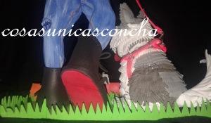 Re. 190 Detalle de la bota de la fofucha con perro
