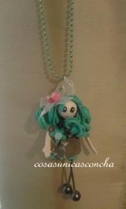 R. 006 Colgante mini muñeca de goma eva
