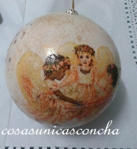 Bola para el árbol de Navidad decorada con servilleta