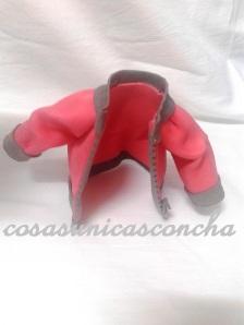 R. 194 Cazadora para fofucha de goma Eva