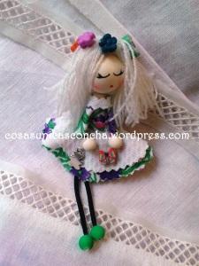 R.001 Broche de mini muñeca de tela