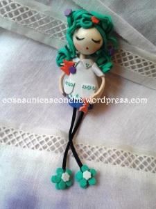 Broche muñeca de goma eva