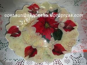 Fuente de cristal decorada con servilleta y craquelada