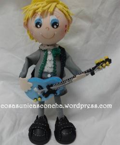 R. 211 Fofucho Alex con la guitarra