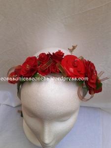 R.  Diadema de flores de pasta leihd