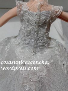 R. 235 Detalle de la espalda del vestido de novia de fofucha