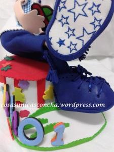 detalle de los calcetines y zapatos