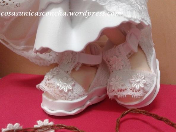 R. 248 Zapatos y falda de la novia