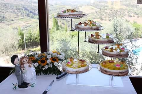 Fotografías cedidas por Sonia de los muñecos en la mesa de esa preciosa tarta