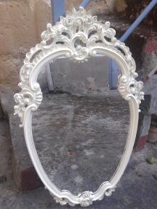 El espejo ya limpio, pintado y restaurado