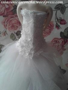 R. 251 Vista de la espalda del vestido
