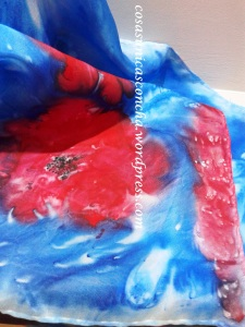 Fular de seda pintado con colores rojo y azul