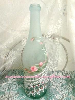 vista botella pintada helada