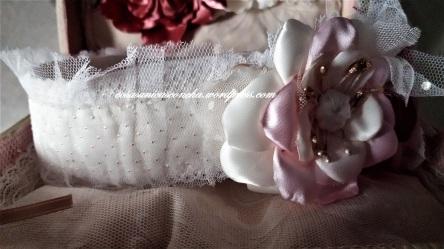 Turbante con flores de raso