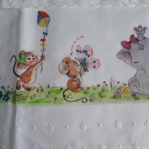 Ratones jugando, sabanita de Amara
