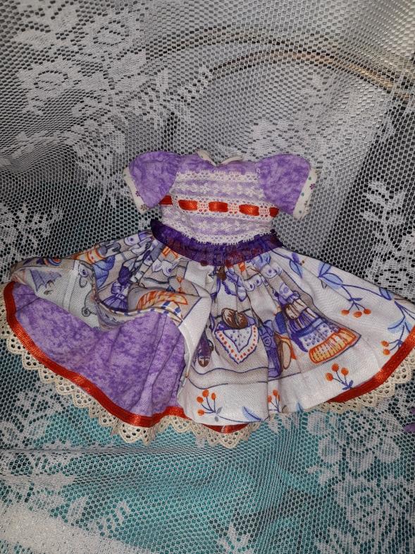 Vestido para muñeca com combinación