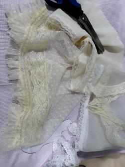 Telas para montar el vestido de la muñeca de comunión