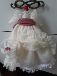 Vestido de comunión para muñeca de trapo