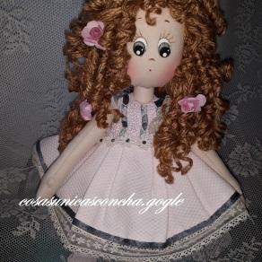 Muñeca de trapo tierna, vestido