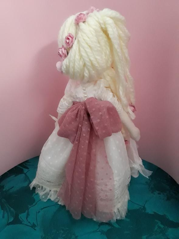 Muñeca de trapo, vestido comunión, detalles peinado, lazo