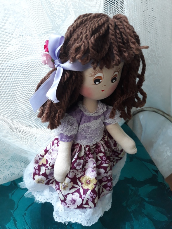 Muñeca de trapo cinta lila