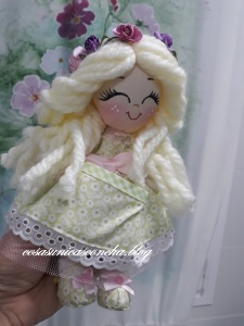 Muñeca de trapo pequeña
