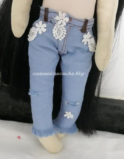 Vaquero roto para muñeca de trapo, con puntilla y flecos