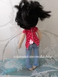 Muñeca de trapo, Princesa,vista de espaldas del vaquero y la camiseta