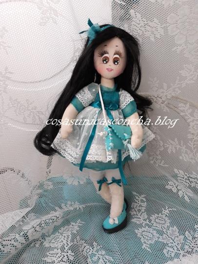 Muñeca de trapo Princesa, vestido de plumeti, puntilla, gasa verde agua, medias con lazo y manoletinas