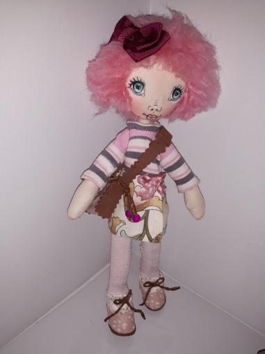 Muñeca de trapo, pelo rosa