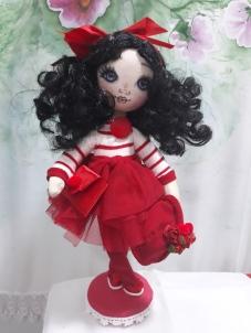 Muñeca de trapo vestido rojo