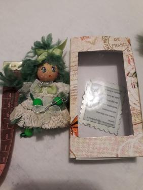 Mini muñeca broche