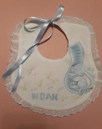Baberos personalizados hechos en batista, regalo para bautizo, como detalle de nacimiento, etcc