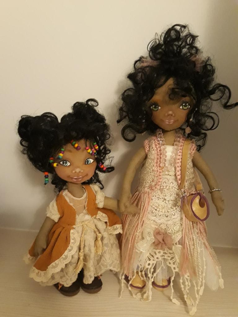Las muñecas de trapo  juntas